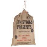 Saculet Holly pentru cadouri 69x58 cm, cu mesaj Xmas Presents