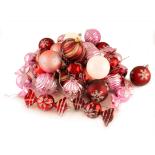 Set Holly 42 globuri mixte decorate, 7 cm, roz
